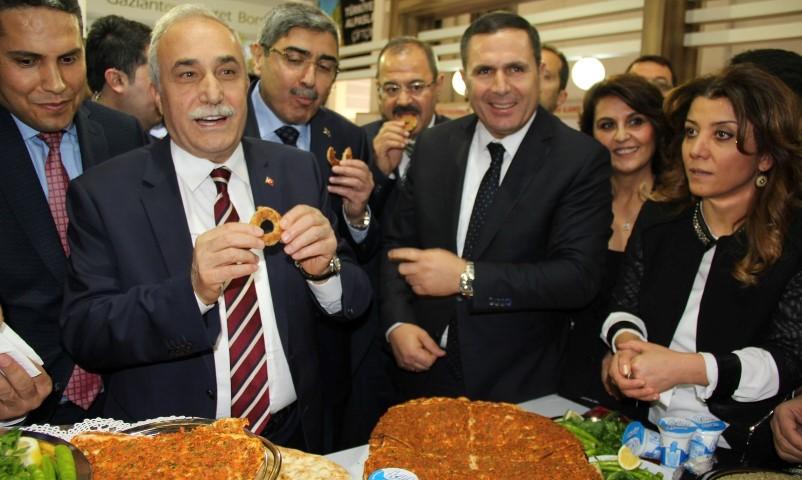 Bakan Fakıbaba'ya GTB standında Gaziantep'in tescilli ürünleri tanıtıldı