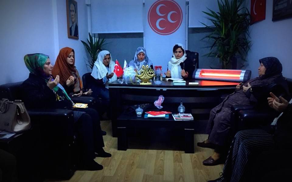 MHP Kadın Kolları Mehmetçik için dua etti
