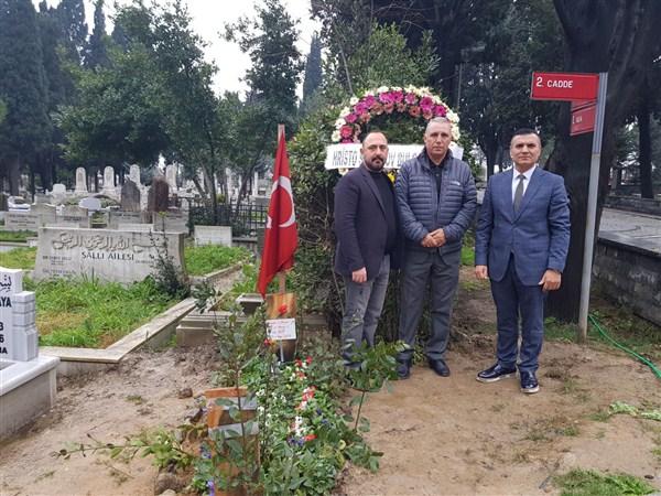 Futbolun efsane ismi Stoichkov,  Naim Süleymanoğlu'nun mezarını ziyaret etti