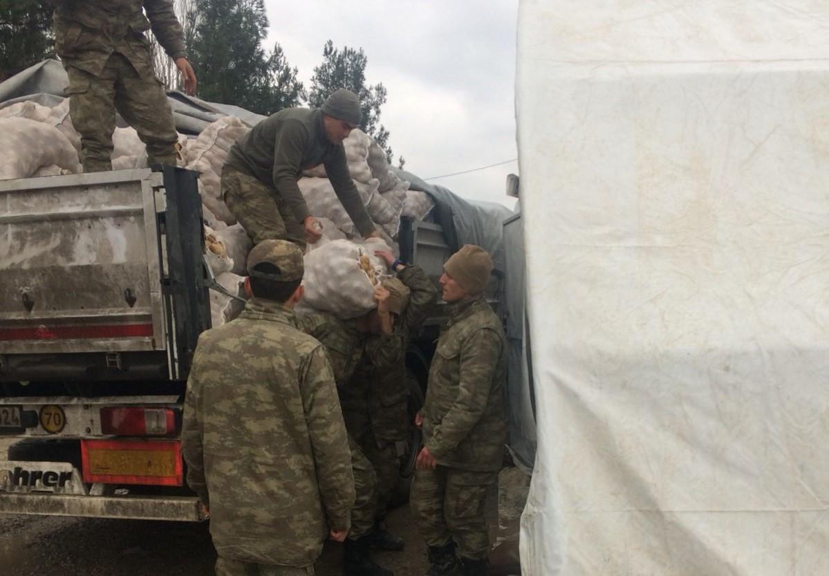 Kilis Ülkü Ocakları Nevşehirli çiftçinin bağışladığı 20 ton patatesi askerlere teslim etti