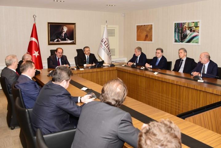 Türkiye Futbol Federasyonu Heyeti Gaziantep Valisi Yerlikaya'yı ziyaret etti