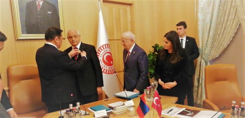 Mehmet Erdoğan'a Moğolistan'ın en büyük devlet nişanı