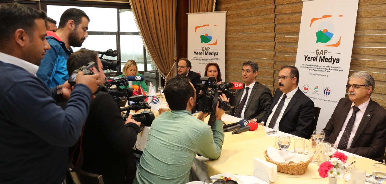 """Yerel basın, GAÜN'de """"Yerel Medya Projesi"""" kapsamında bir araya geldi"""