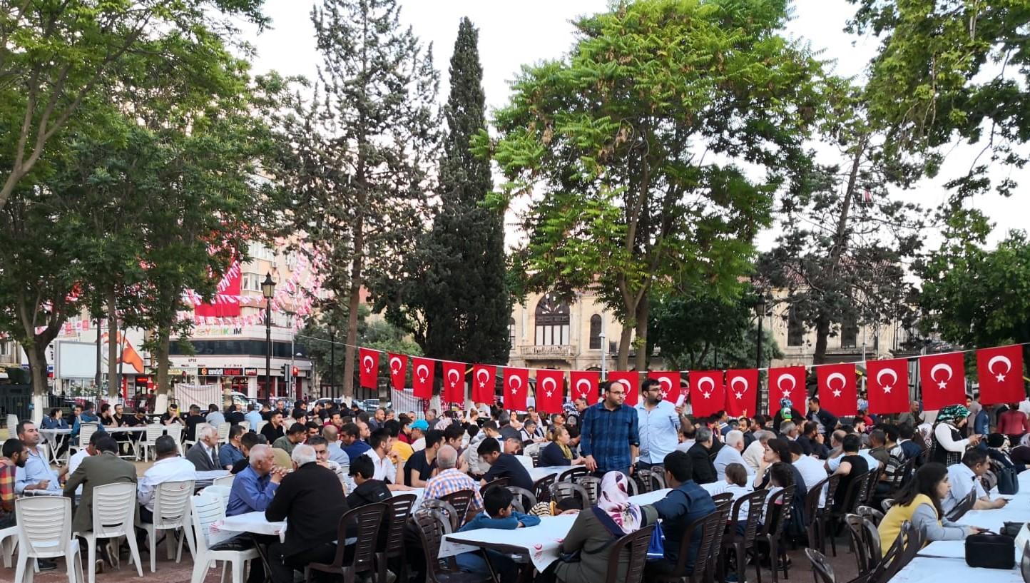 MHP Şahinbey İlçe Teşkilatından iftar yemeği