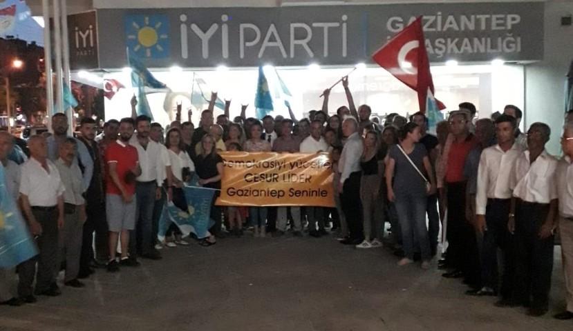 Gaziantep'ten, Akşener'e tam destek