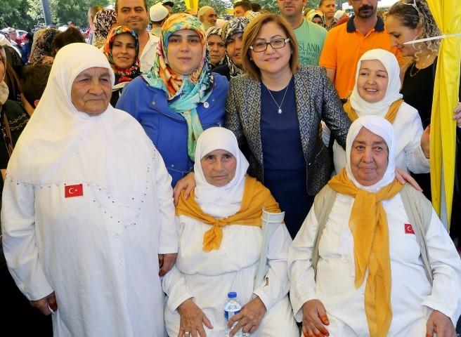Başkan Şahin, Gaziantep'ten Hacı Adaylarını Uğurladı