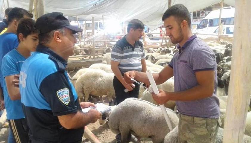 Polis vatandaşları bilgilendirdi