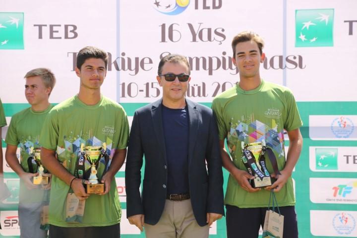 Tenis Turnuvasında şampiyonlar belli oldu