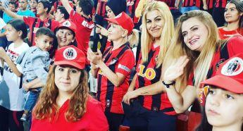 Güneydoğulu Kadınların Tribün Aşkı