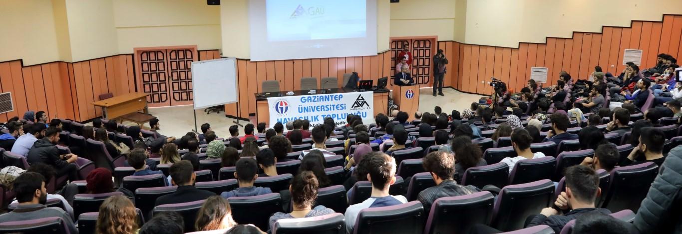 Ekstrem sporcular GAÜN'de öğrencilerle bir araya geldi