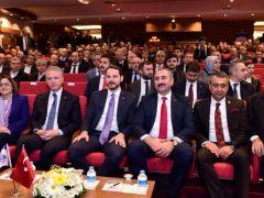 Bakan Berat Albayrak ve Abdulhamit Gül Gaziantep'te iş dünyasıyla bir araya geldi