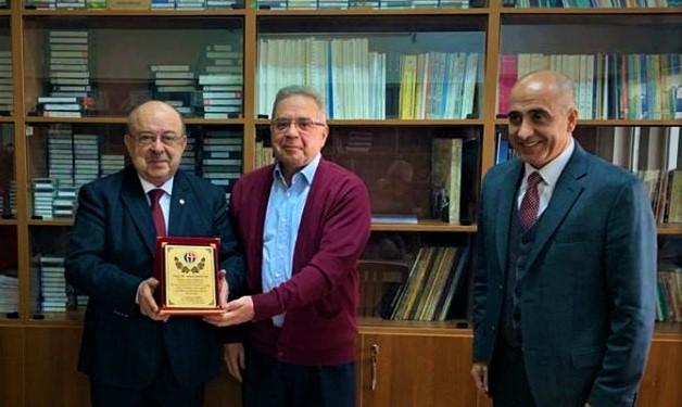 Opr. Dr. Samet Bayrak'tan anlamlı bağış