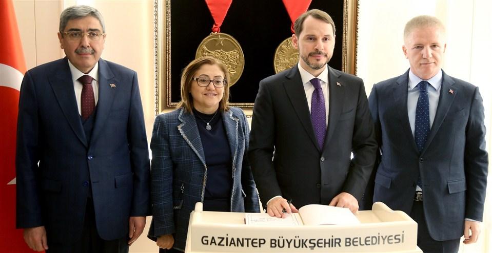 Bakan Albayrak, Başkan Şahin'i ziyaret etti