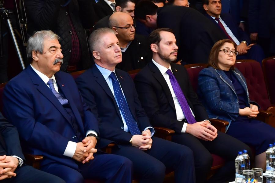 Bakan Albayrak Gaziantep'te İş Dünyası ile bir araya geldi