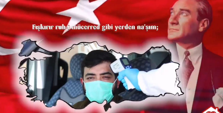 Protokol ile vatandaş İstiklal Marşı'nı beraber okudu