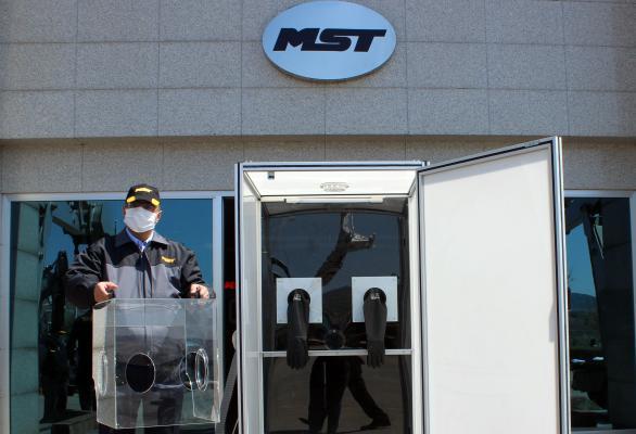 MST Üretim tesislerinde Hastaneler için Biyolojik Örnek Alma ve Entübasyon Kabinleri İmal ediliyor