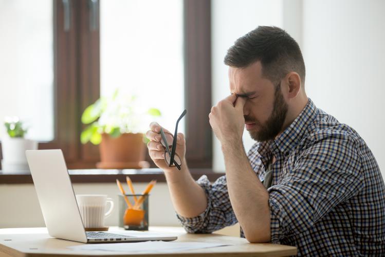 Uzun süreli ekran kullanımı, mevsimsel alerjik sorunlarını arttırıyor