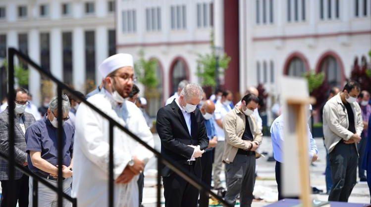 Gaziantep'te uzun bir aradan sonra ilk Cuma Namazı kılındı