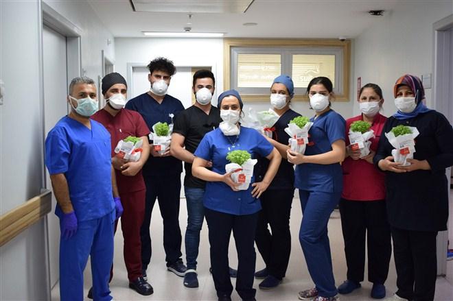 Anka Hastanesi çalışanlarına çiçek morali