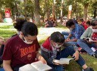 Gençler ve Çocuklar Kitaplarıyla Kavaklık Parkı Süsledi