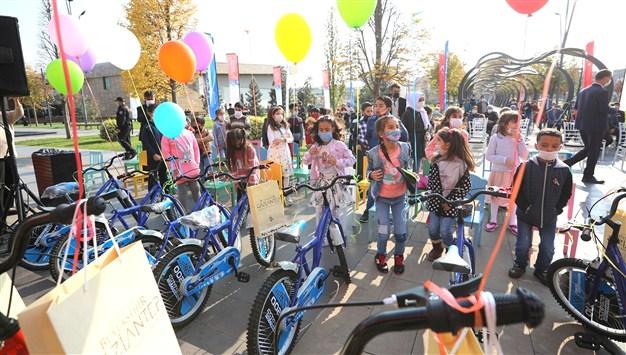 Başkan Şahin Sözünü Tuttu, Çocuklar Bisikletlerine Kavuştu