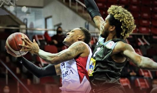 Empera Halı Gaziantep Basketbol'da Galibiyet Sevinci