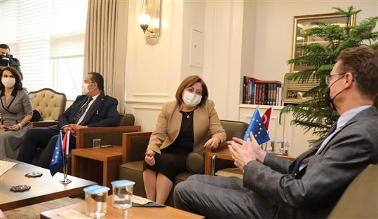 Başkan Şahin, Büyükelçi Landrut'u Makamında Ağırladı