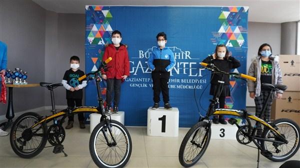 Büyükşehir, Satranç Turnuvasının Kazananları İçin Ödül Töreni Düzenlendi