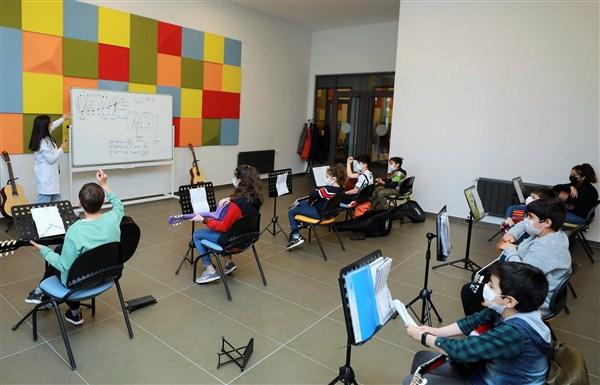 ŞSM'deki Gitar Kursuna Yoğun İlgi