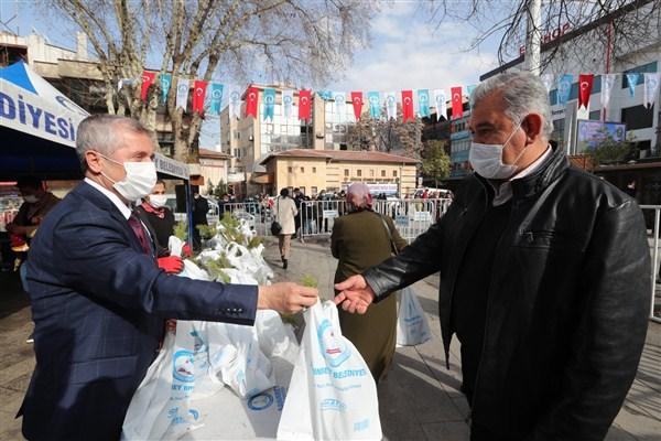 Şahinbey'de 150 Bin Fidan Dağıtılıyor