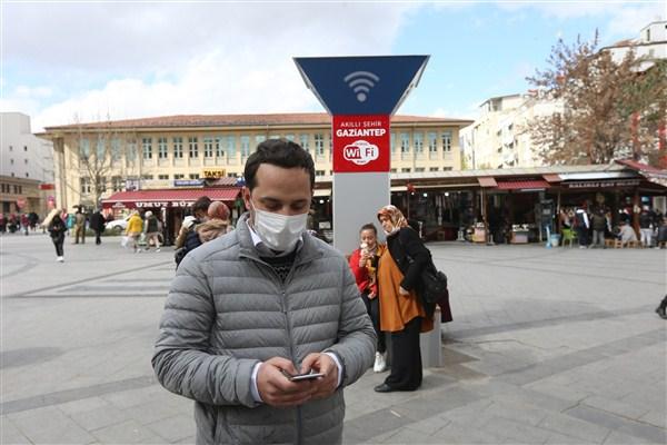 Büyükşehir Balıklı Meydanı'nda Ücretsiz İnternet Hizmetine Başlandı