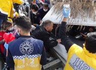 Tarım İşçilerini Taşıyan Kamyonet Bariyerlere Çarptı: 4 Yaralı