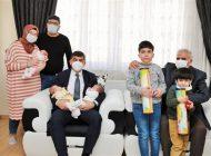Başkan Fadıloğlu'ndan Üçüz Bebeklere Ziyaret