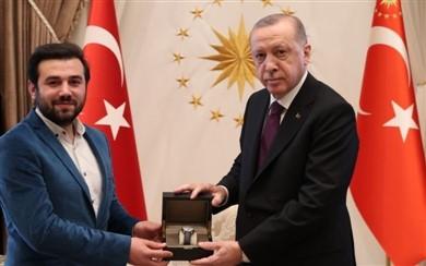 Açıkgöz'e, Ödülünü Cumhurbaşkanı Erdoğan Verdi