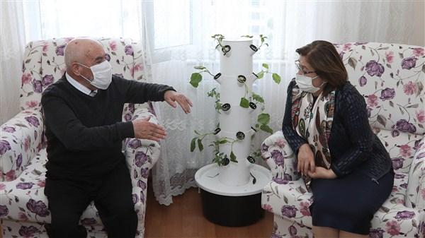 Başkan Şahin Alzheimer Hastası Hıdır Topal'ı Ziyaret Etti