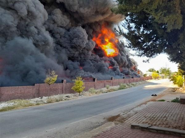 Gaziantep'de Yalıtım Malzemeleri Bulunan Depoda Yangın