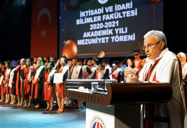 """Rektör Özaydın: """"Geleceğin Türkiye'sini Sizler İnşa Edeceksiniz"""""""