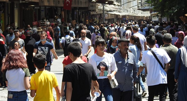 Gaziantep'te çarşı ve pazarlarda bayram yoğunluğu