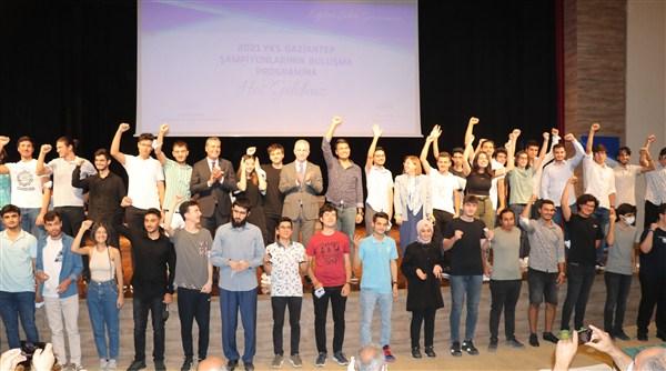 YKS'de Başarı Yakalayan Şampiyonlar Ödüllendirildi