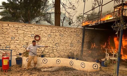 Bodrum'da korkulan oldu: Alevler evlere sıçradı