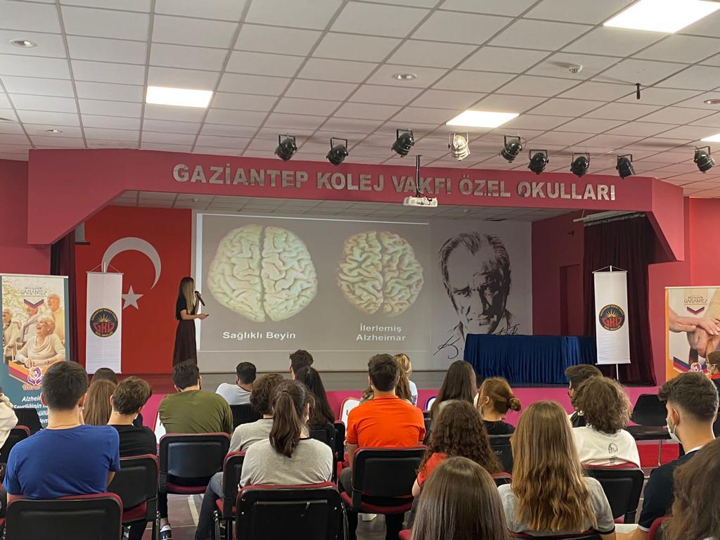 Büyükşehir'den 21 Eylül Dünya Alzheimer Günü İçin Öğrencilere Seminer!