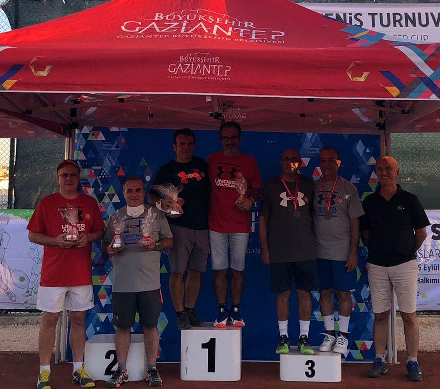 Büyükşehir, Uluslararası Tenis Turnuvasında Derece Alan İsimleri Ödüllendirdi