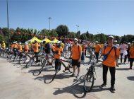 Başkan Şahin, gençlere bisiklet hediye etti