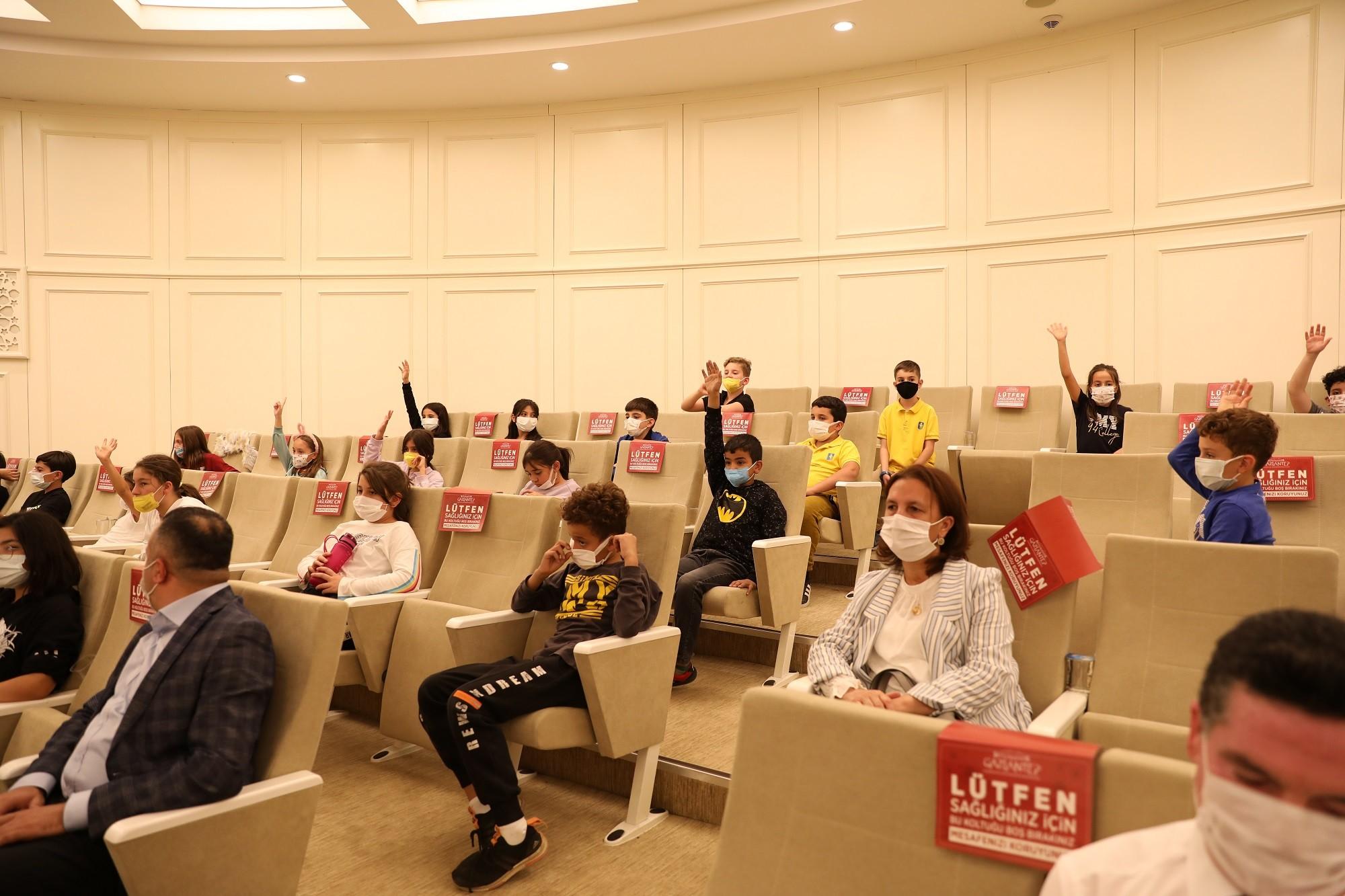 Büyükşehir'in meclis toplantısı, ilkokul öğrencileriyle renklendi